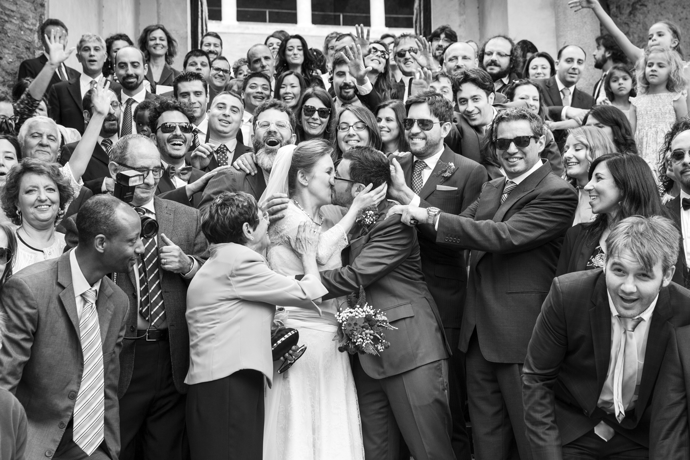 wedding-kiss-love-photographer