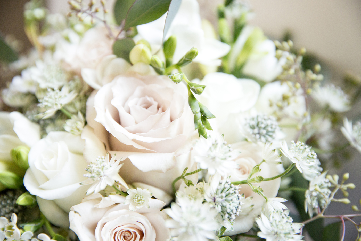 bouquet-wedding-roses-bride